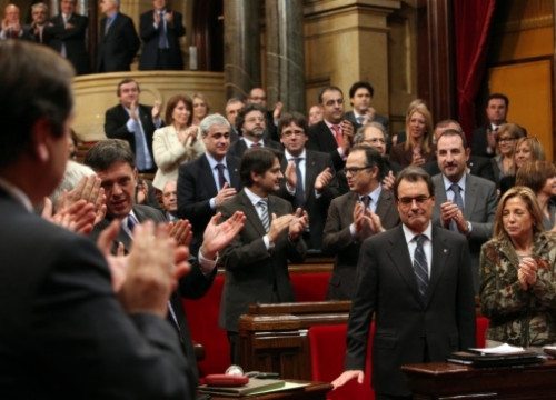 Artur Mas is congratulated by the Catalan Parliament on being re-elected (by O. Campuzano)
