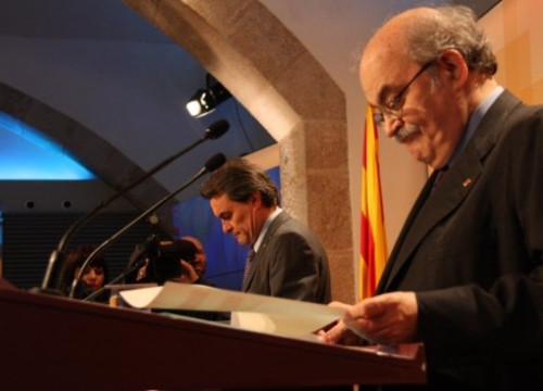 Andreu Mas-Colell (right) and Artur Mas (centre) at the press conference after the Cabinet meeting (by X. Alsinet)