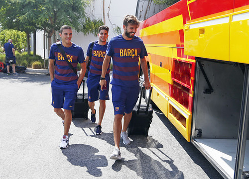 Masip, Bartra and Piqué (from left to right) arriving at Los Angeles (by FC Barcelona)