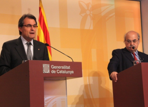 Artur Mas (left) and Andreu Mas-Colell (right) presenting the third austerity plan (by R. Garrido)