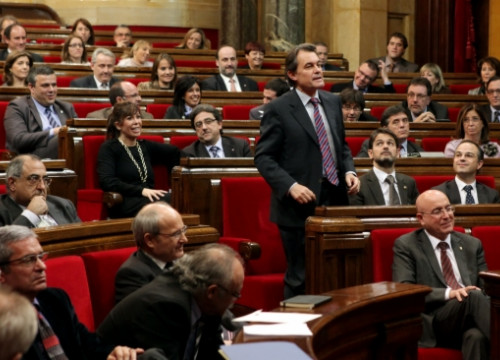 Artur Mas voting on his own investiture (by O. Campuzano)