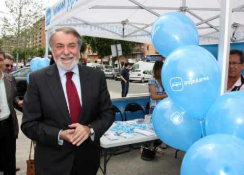 Jaime Mayor Oreja visiting Lleida in the last European Parliament Elections campaign (by L. Cortés)
