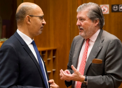 Íñigo Méndez de Vigo (right) talking with his French homologue, Harlem Désir (by European Council)