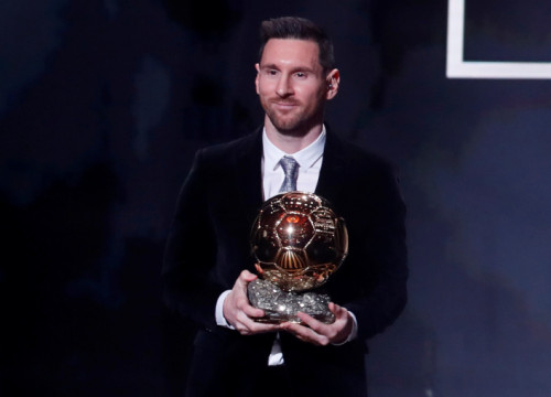 FC Barcelona's star Leo Messi, with his 6th Ballon d'Or on December 2, 2019 (by Christian Hartmann/Reuters)
