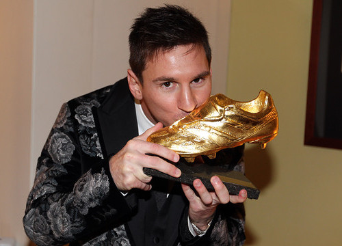 Leo Messi with his 3rd Golden Boot award (by FC Barcelona)