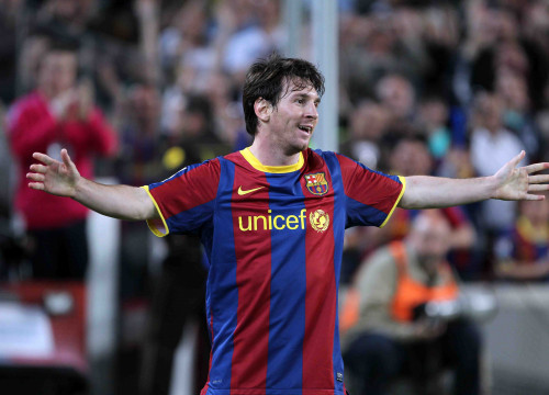 Leo Messi celebrating one of the two goals he scored against Almeria (by FC Barcelona)