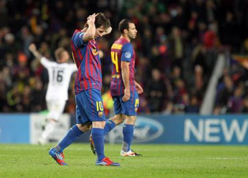 Leo Messi (first term) and Javier Mascherano (at the back) after Chelsea's second goal (by FC Barcelona)