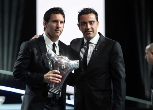 Messi (left) and Xavi (right) at the UEFA's Best Player award ceremony (by FC Barcelona)
