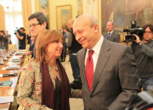 Maria Jesús Mier (left) and José Ignacio Wert at Wednesday's meeting (by R. Pi de Cabanyes)