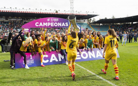 The Barça Femení team celebrate following their 10-1 win over Real Sociedad in the Super Cup 2020 final (by Victor Salgado - FC Barcelona)