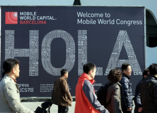 A welcome sign at the south entrance of the 2013 GSMA Mobile World Congress (by O. Campuzano)