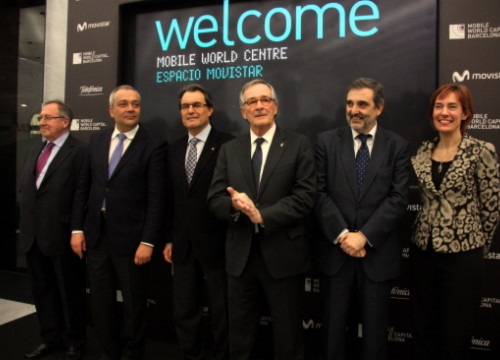 The Mobile World Centre was officially unveiled in Barcelona's Catalunya Square (by J. R. Torné)