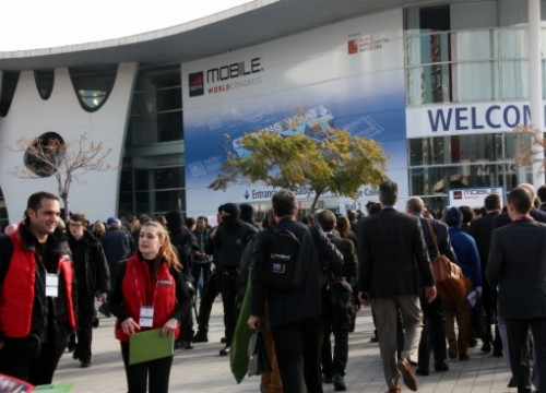 People arriving at last year's Mobile World Congress (by ACN)