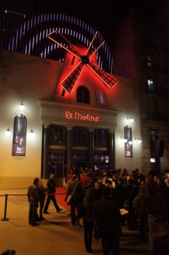 Historical cabaret theatre reopens on Barcelona's Broadway (by A. Aznar)
