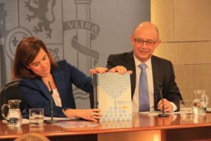 The Spanish Deputy Prime Minister (left) and the Minister for Finances and Public Sector (right) presenting the initiative's first public draft in June (by ACN)