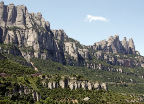 The Montserrat multi-peaked mountain (by E. Escolà)