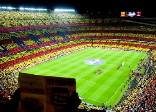 A gigantic Catalan flag mosaic at Barça's Camp Nou stadium (by FC Barcelona)