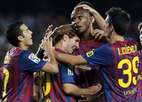 The team celebrates one of the five goals against Napoli (by FC Barcelona)