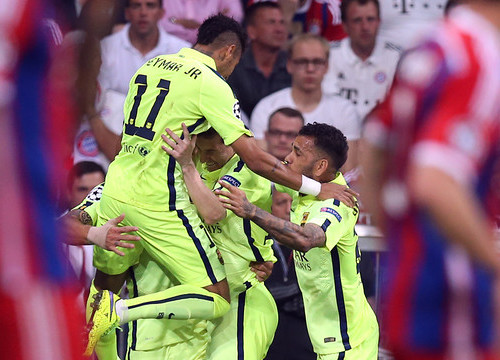 The celebration of Neymar's first goal against Bayern Munich (by FC Barcelona)