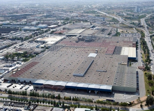 Nissan plant in Barcelona's Zona Franca industrial and logistics district (by Nissan / ACN)