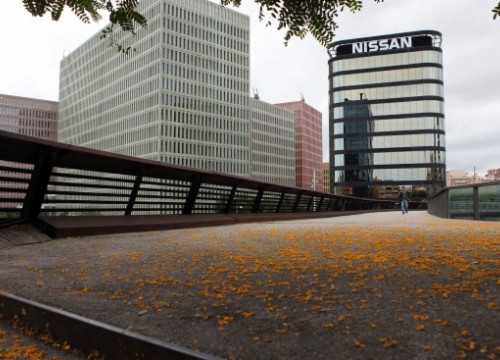 Nissan headquarters in Spain, located in Barcelona's Cerdà Square (by R. Pagano)
