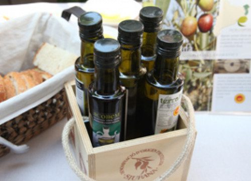 Bottles of virgin olive oil fron Catalonia (By ACN)