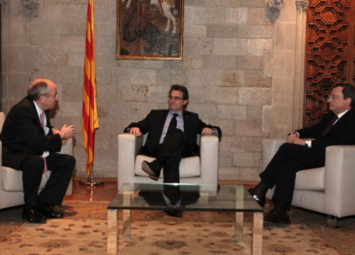 From left to right: Miguel Angel Fernández Ordóñez, Artur Mas, and Mario Draghi at the Generalitat Palace (by O. Campuzano)