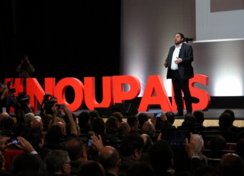The ERC leader, Oriol Junqueras, speaking during his conference (by A. Moldes)