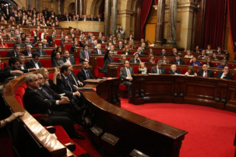 The Catalan Parliament voting the bill (by A. Moldes)