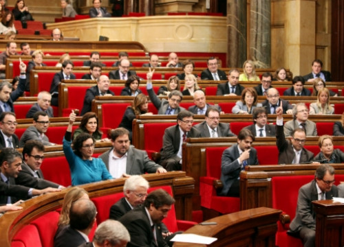 The Catalan Parliament urged the Spanish and Catalan governments to talk and allow a self-determination vote (by O. Campuzano)