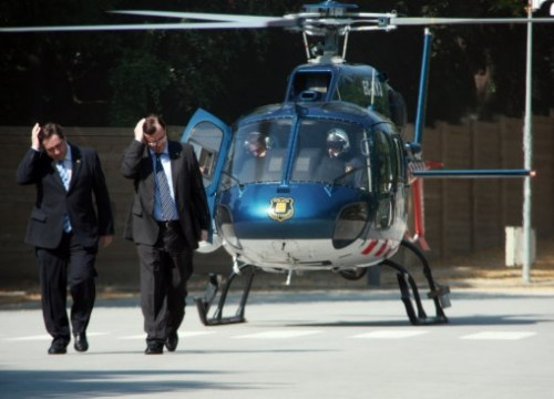 Two of the Catalan Government's Ministers arriving via helicopter (by P. Francesch)