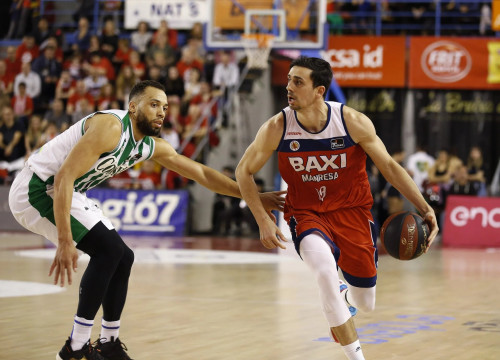 Pere Tomàs (right) in action against Real Betis in the Liga ACB, Spain's top professional basketball league (image from Bàsquet Manresa)