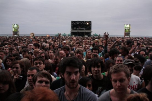 One of the large format stages, with the sea at the back, moments before The National's concert (by P. Cortina)