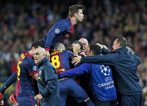 Barça players and technical staff celebrate passing to the Champions League semi-finals after beating PSG (by FC Barcelona)
