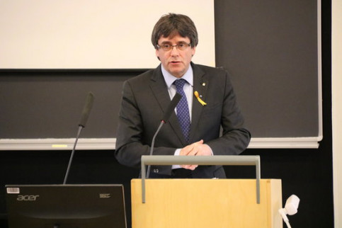 Carles Puigdemont takes part in a talk at the Helsinky University (Blanca Blay)