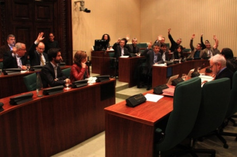 MPs voting on Artur Mas' testimony before the parliamentary committee on Jordi Pujol's fiscal fraud confession (by ACN)