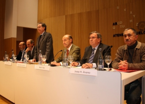 Representatatives from a wide spectrum of the Catalan civil society chaired the meeting (by J. R. Torné)