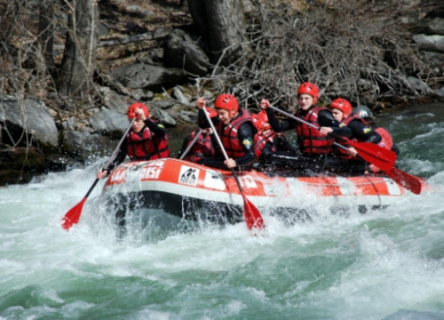 Rafting is the most popular adventure sport at the Lleida Pyrenees (by M. Lluvich)