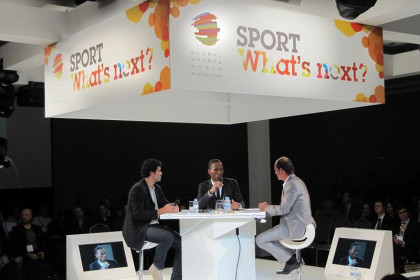 Raï (left) and Drogba (centre) at the round table (by E. Mata)