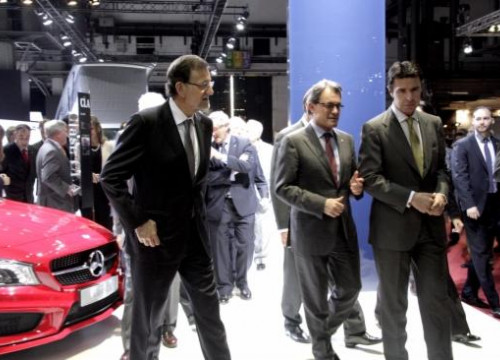 Rajoy (left), Mas (centre) and the Spanish Industry Minister José Manuel Soria (right) at Barcelona's Motor Show (by R. Garrido)