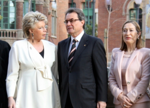 From left to right: Reding, Mas and the Spanish Public Works Minister, Ana Pastor (by P. Francesch)