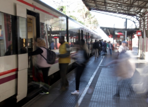 A short-distance train at Mataró station is ready to work again after the morning chaos (by J. Pujolar)