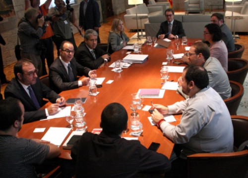 The parties supporting November's self-determination vote meeting on Friday (by R. Garrido)
