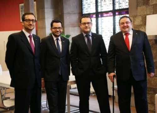 The Catalan Government's new delegates in Rome (left) and Vienna (right) next to Roger Albinyana (second in the left) (by Presidencia / ACN)