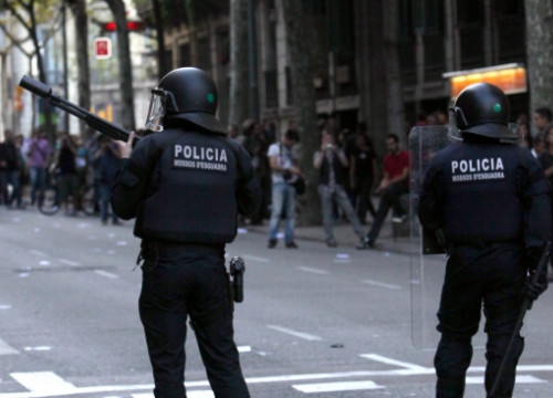 Catalan Riot Police at a demonstration in Barcelona during the last General Strike (by O. Campuzano)