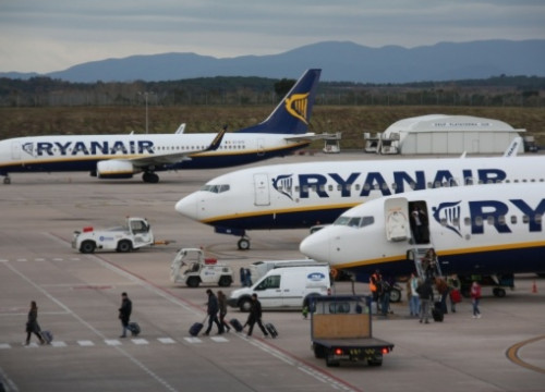 Ryanair aircrafts at Girona-Costa Brava Airport (by ACN)