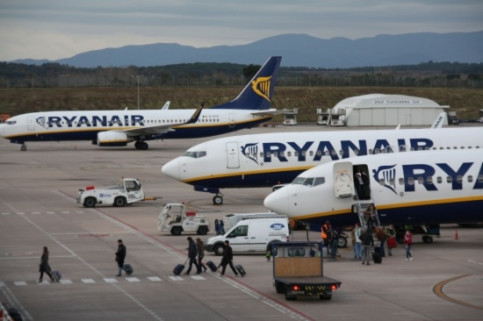 Ryanair aircrafts in Girona Costa Brava Airport, a few years ago (by ACN)