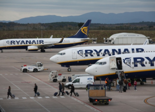Ryanair aircrafts in Girona-Costa Brava Airport in 2011 (by ACN)