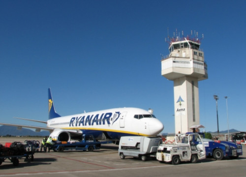 One of Ryanair's planes in Girona Airport (by ACN)