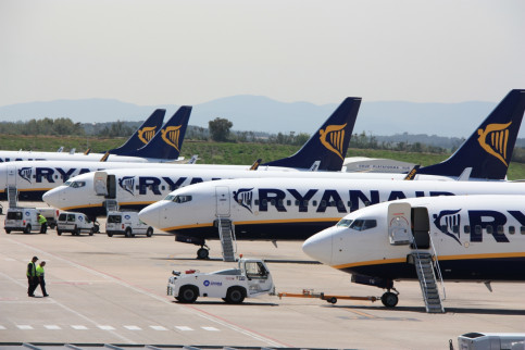 what airlines fly to girona spain